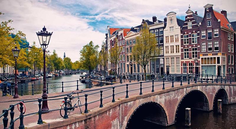 Amsterdam-canals-03.jpg