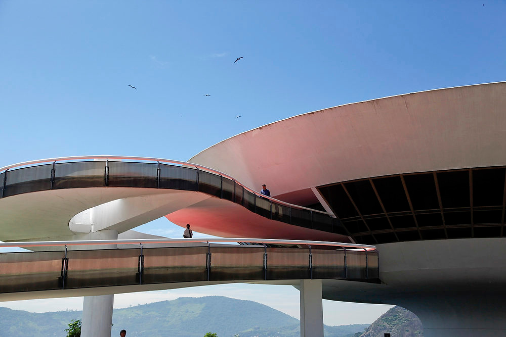 Description of . A view of the Contemporary Art Museum (MAC) designed by architect Oscar Niemeyer is seen in Niteroi, near Rio de Janeiro, on January 7, 2012. REUTERS/Clarissa Cavalheiro