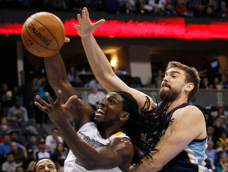 . Memphis Grizzlies center Marc Gasol (R) fights for a rebound with Denver Nuggets forward Kenneth Faried in the third quarter of their NBA basketball game in Denver December 14, 2012.   REUTERS/Rick Wilking