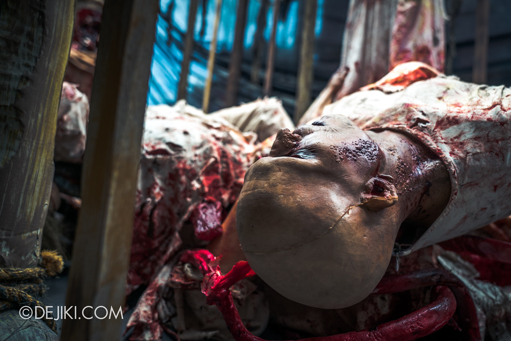 Halloween Horror Nights 7 Before Dark 2 Preview Update / Pilgrimage of Sin scare zone - grisly corpses seen in the day