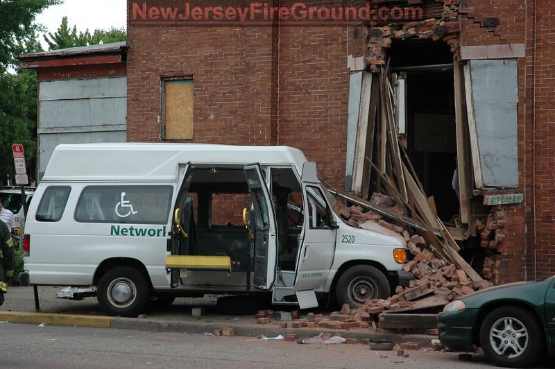 5-28-2009(Camden County)CAMDEN Haddon-Park Blvd- M.V.A. Rescue