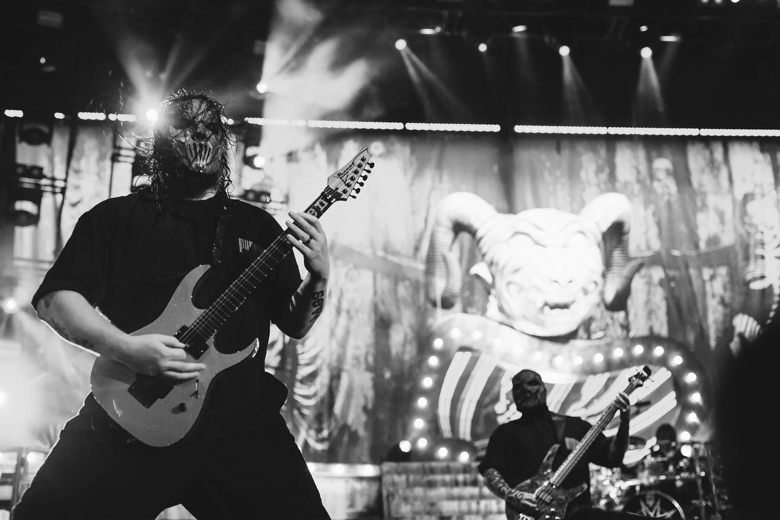 Mick Thomson of Slipknot by Adam Elmakias at Knofest 2015