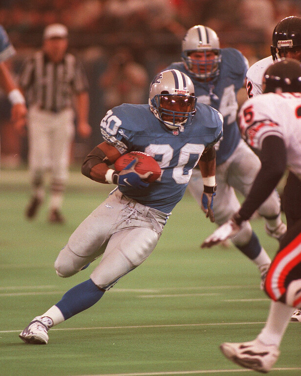 . Barry Sanders takes off on a 40 yard touchdown run in the 2nd quarter against the Bears.  Sanders had 167 yards on 19 carries with three touchdowns, putting him in 2nd place for all time yardage. The Lions beat the Bears 55-20.