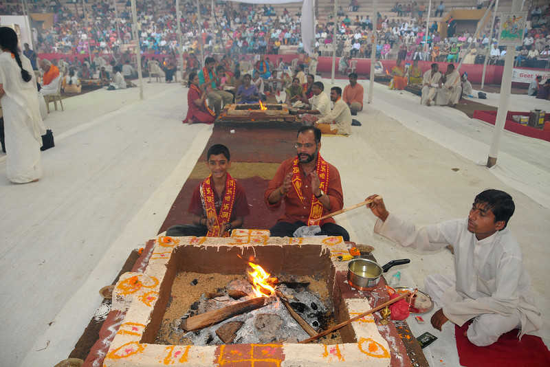 Venkat Iyer with his son performing the havan.Chinmaya Mission Mumbai's Maha Jnana Yajna and 108 Samashti Havan. Chant Mumbai. Shaant Mumbai.Thousands of Mumbaikars came together on Sunday, 15th Feb 2009 to jointly chant 'Hanuman Chalisa', at a congregation called 'Chant Mumbai Shaant Mumbai'. The congregation was organised by Chinmaya Mission at Andheri Sports Complex for the peace and prosperity for the city of Mumbai.