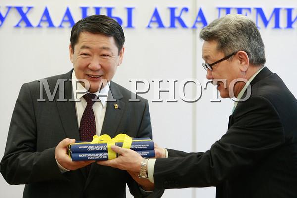 """""""Монголын археологийн сонгомол өв"""" хэвлэгдлээ"""