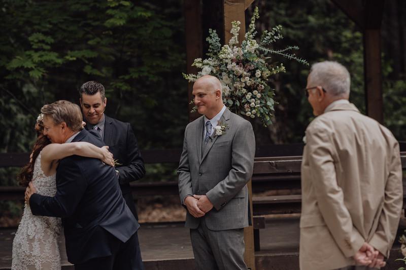 2018-05-12_ROEDER_JulieSeth_Wedding_DUSTIN1_0059.jpg