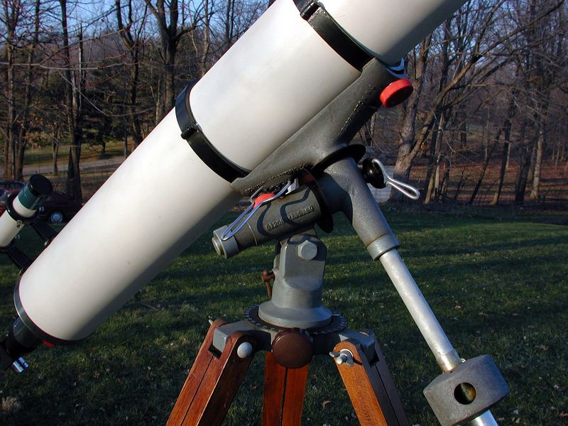 Close-up of the equatorial mount. Note the handy lock for both axises. The large knobs on this instrument helps in assembling the telescope