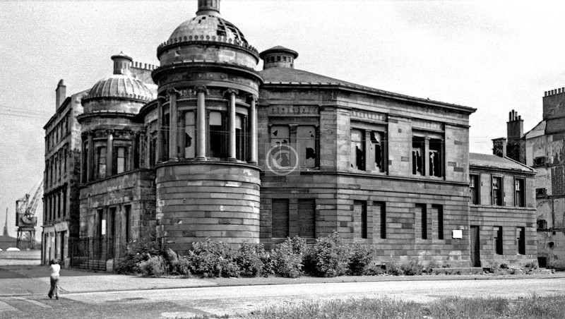 Govan Rd and Copland Rd.  St Columba's UF Church (James Thomson, 1870).      June 1975