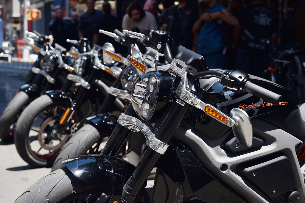 . A row of Harley-Davidson Project LiveWire motorcycles, the company\'s first electric motorcycle, during a preview June 23, 2014 outside a Harley-Davidson dealer in New York. AFP PHOTO/Stan HONDA/AFP/Getty Images