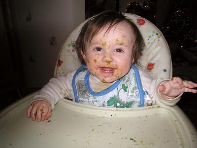 Micah eats 20101227