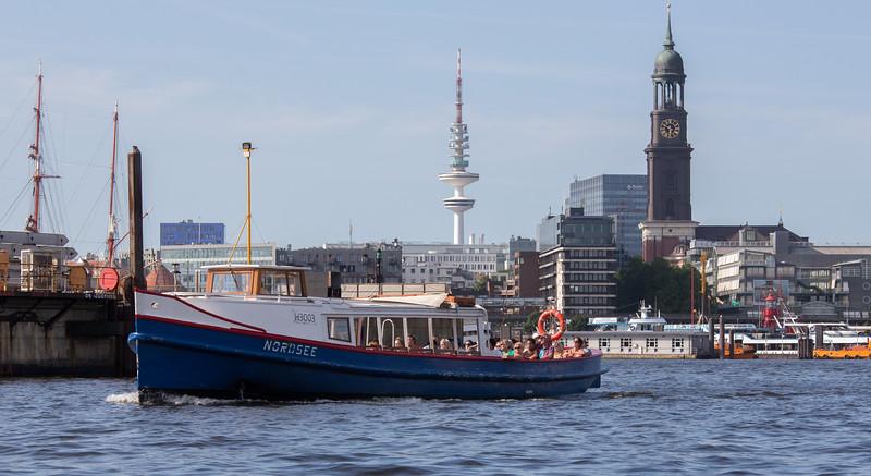 Barkasse Nordsee in Hamburg im Hafen vor dem Michel und Fernsehturm