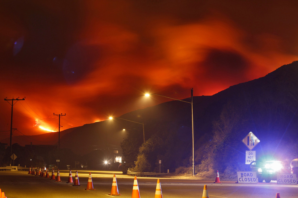 . The Springs Fire burns near Pacific Coast Highway and the Los Angeles County Line, May 2, 2013. REUTERS/Jonathan Alcorn