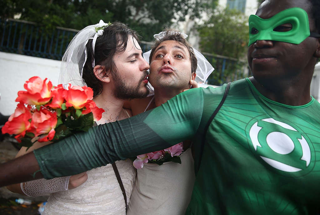 . Revelers kiss while posing during the \'Ceu na Terra\' street carnival bloco on March 1, 2014 in Rio de Janeiro, Brazil. Carnival is the grandest holiday in Brazil, annually drawing millions in raucous celebrations.  (Photo by Mario Tama/Getty Images)