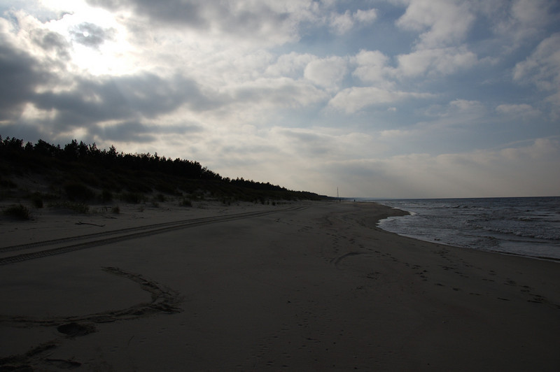 The plan was to reach the Russian border. We never made it. After 7.5km of walking along the beach we decided to return.