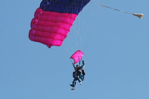 Dec '08: Atlanta - Kim(sis) Parachuting w/ mom & me as support