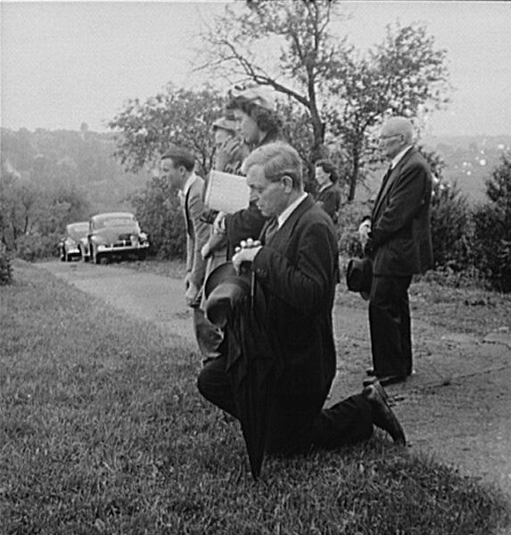 . Pittsburgh, Pennsylvania. Lithuanian-Americans attending Memorial Day mass in the Lithuanian cemetery, 1943. Marjory Collins, Photographer.  Courtesy the Library of Congress
