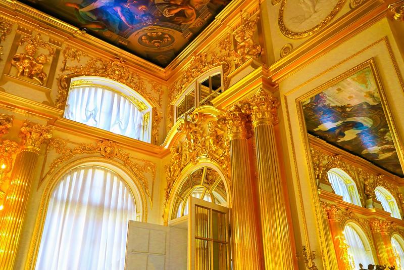 Gold decorations inside Catherine Palace.