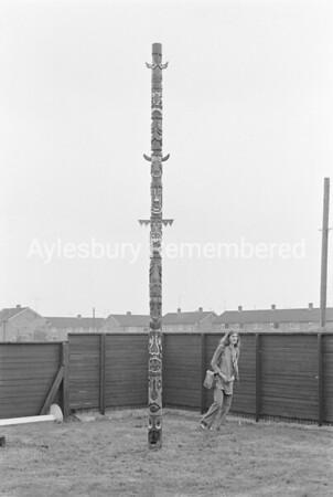 Totem pole at Quarrendon School, Apr 1972