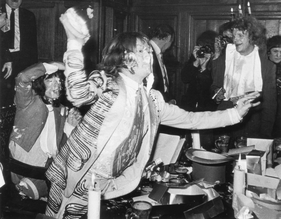 . British rock group the Rolling Stones start a custard pie fight in the Elizabethan Room at the Gore Hotel, Kensington, 5th December 1968. They are holding an old-style feast complete with serving wenches, to promote their new album \'Beggars\' Banquet\'.  (Photo by Douglas Miller/Keystone/Hulton Archive/Getty Images)