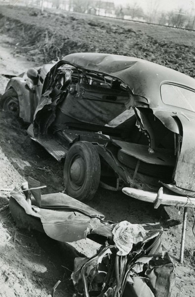 JA039.  Frost car – fatal accident south of Arthur - 1939‡ .jpg