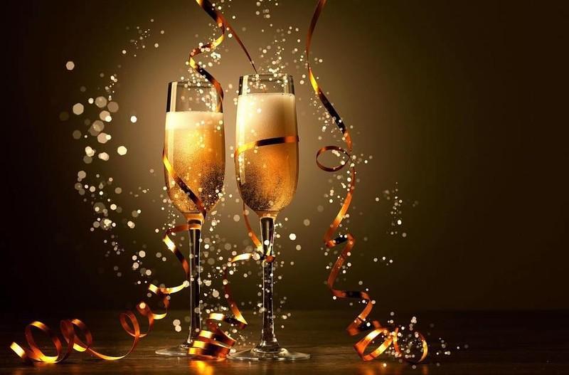 HOLIDAY_CelebrationChampagnGlass.jpg