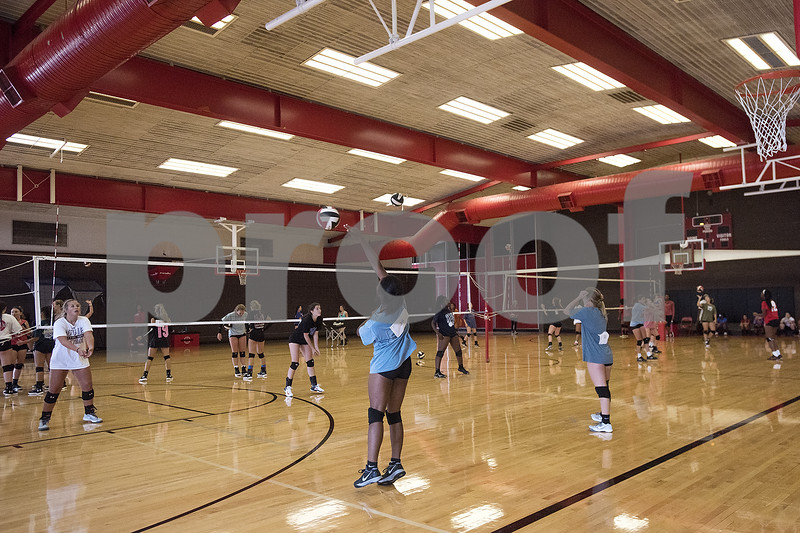 080117_Robert_E_Lee_Volleyball_Tryouts_Web_011