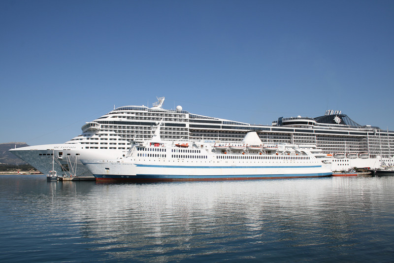 2009 - F/B SCOTIA PRINCE laid up in Toulon, next to MSC FANTASIA.