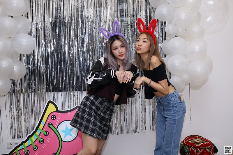 graduation-party-class-of-2021-instant-print-photo-booth-in-ho-chi-minh-Chup-hinh-in-anh-lay-lien-Tiec-Tot-Nghiep-2021-WefieBox-Photobooth-Vietnam-cho-thue-photo-booth-101.jpg