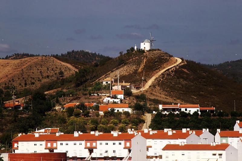 """Větrný mlýn na kopci nad Silvesem. Aneb, jak říkají přítomní Hanáci, """"větřák""""."""