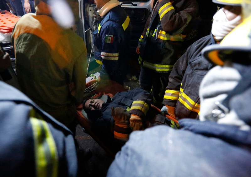 . An injured rescue worker lies on a stretcher outside the headquarters of state-owned oil giant Pemex in Mexico City February 1, 2013. The death toll from an explosion at the Mexico City headquarters of Mexican state oil company Pemex has risen to 32, but the cause of the incident is still unclear, the company said on Friday. Scenes of confusion and chaos after the explosion at the downtown tower, which also injured more than 100, dealt another blow to Pemex\'s image as Mexico\'s new president courts outside investment for the 75-year-old monopoly.REUTERS/Bernardo Montoya