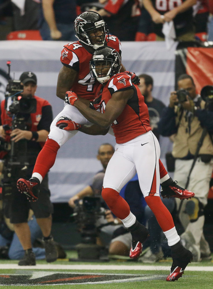 . Atlanta Falcons\' Julio Jones is congratulated by teammate Jason Snelling (44) after catching a 46-yard touchdown pass during the first half of the NFL football NFC Championship game Sunday, Jan. 20, 2013, in Atlanta. (AP Photo/David Goldman)