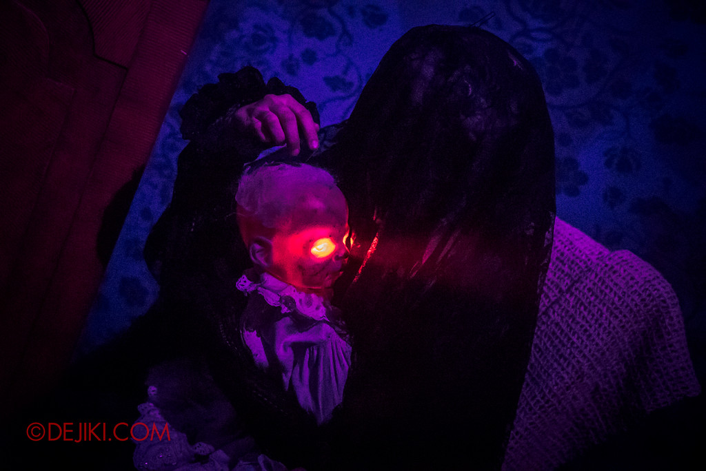Halloween Horror Nights 6 - Salem Witch House / Demon Child