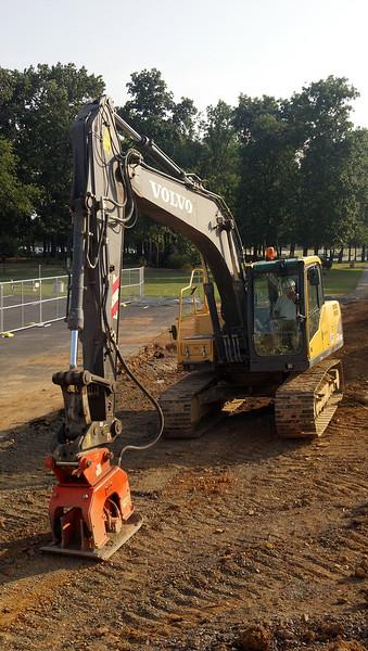 NPK C6C compactor on Volvo EC160 escavator (2).jpg