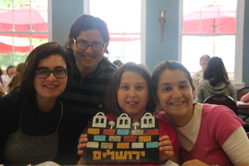kars4kids_thezone_camp_girlsDivsion_activities_ArtN'Crafts (8).JPG