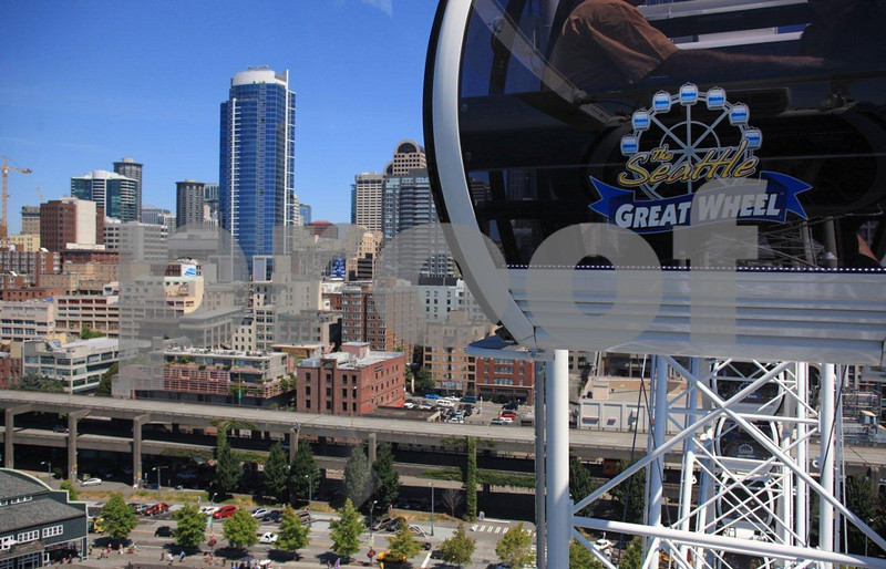 A ride in the Seattle Great Wheel and the waterfront views as the wheel makes a complete revolution.