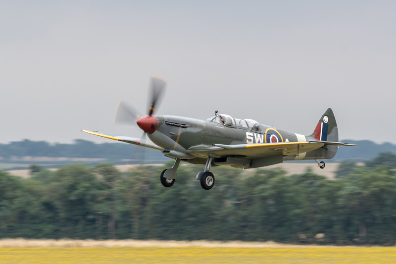 A 2 Seat Spitfire lands at Duxford