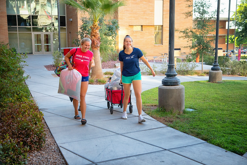 freshman move in day 2019-8881-Edit.jpg