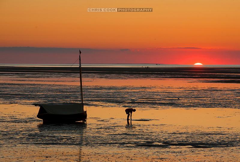 sunset-boat-breakwater.jpg