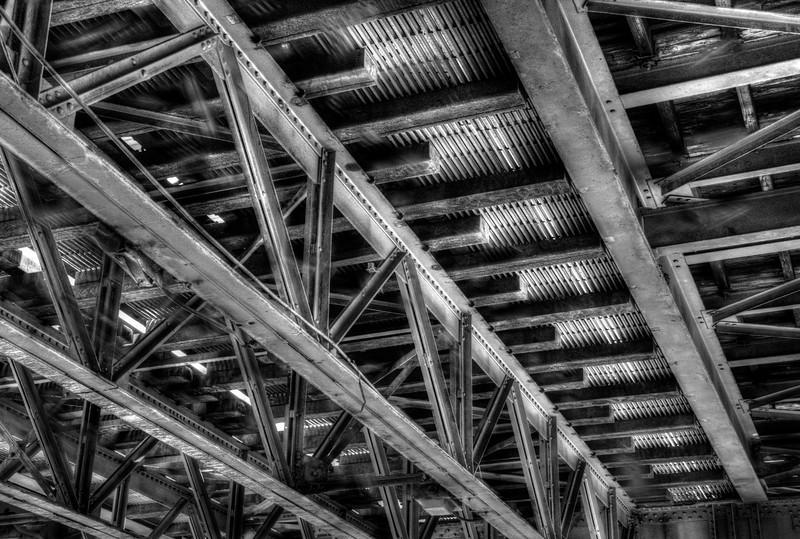 ChicagoStructureUnderLDSC_4850_1_2_tonemapped.jpg
