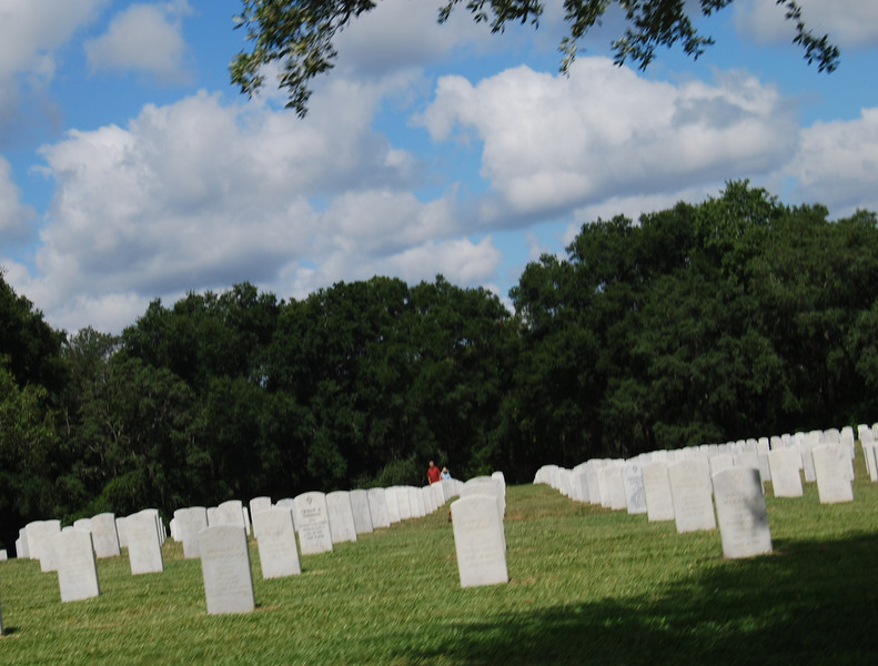 13 Graves at Florida National Cemetery.jpg