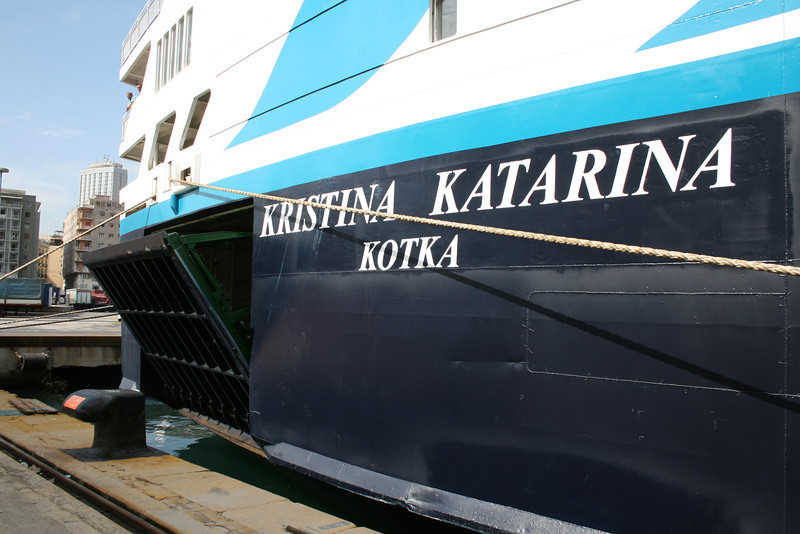 2010 - M/S KRISTINA KATARINA in Napoli : opening side gangway.