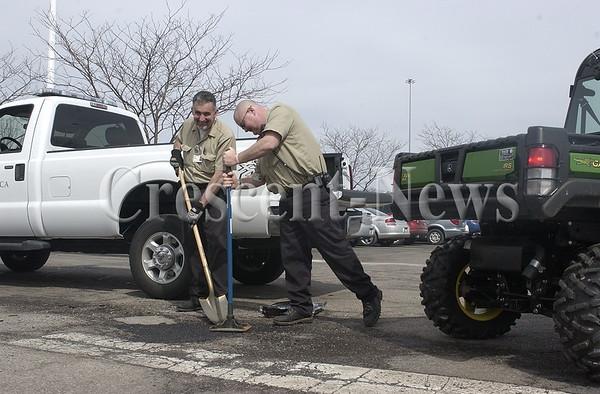 03-31-14 NEWS Pothole patrol