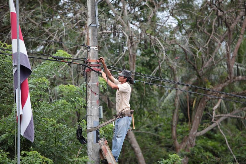 costa_rica_drive_powerline_work.JPG