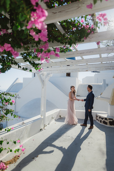 Santorini-post-wedding-photo-shoot-honeymoon-sessio-couples-session--3.jpg