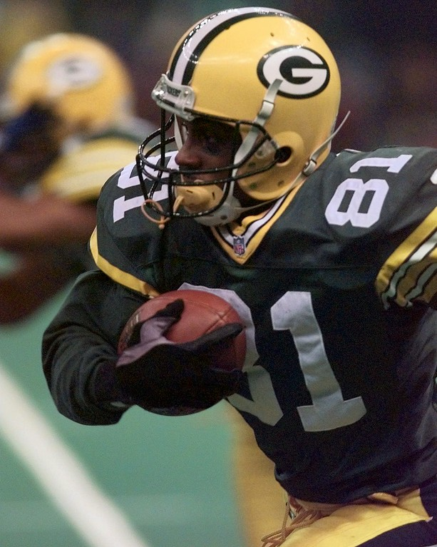 . Green Bay Packers\' Desmond Howard returns a punt for good yardage against the New England Patriots in the second quarter  during Super Bowl XXXI in New Orleans Sunday Jan. 26, 1997. (AP Photo/Ed Reinke)