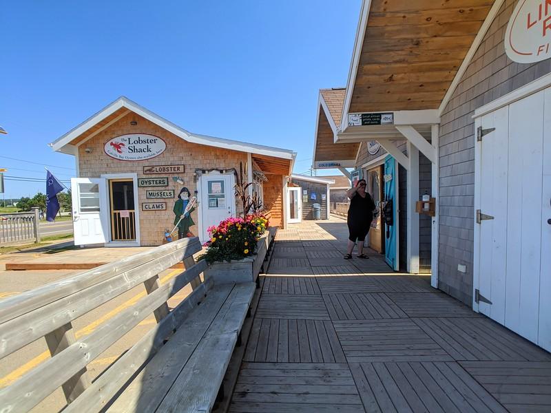 souris lobster shack exterior 2.jpg