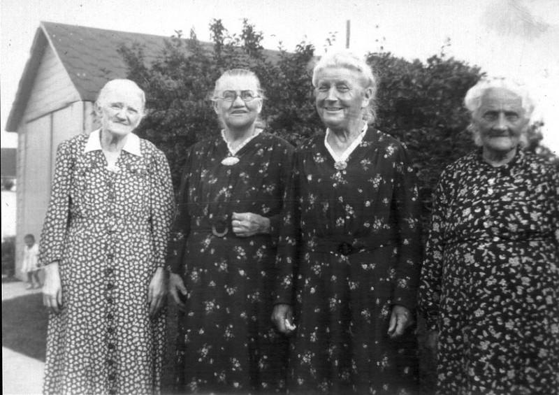 4 Liebe sisters: Laura, Ernestine, Amalia, and Rosalia