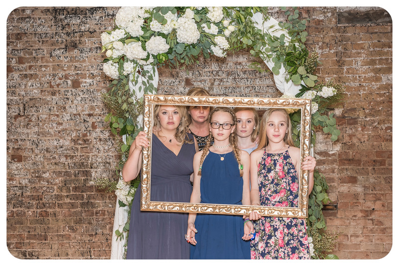 Laren&Bob-Wedding-Photobooth-150.jpg