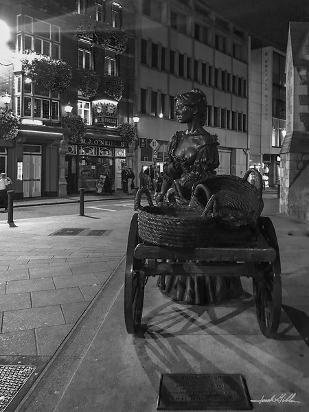 "Molly Malone Statue outside Saint Andrew""s Church"