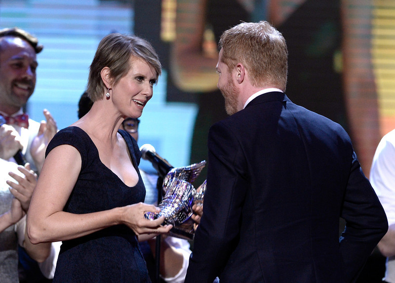 . Actor Jesse Tyler Ferguson (R) presents award to actress Cynthia Nixon onstage at the DoSomething.org and VH1\'s 2013 Do Something Awards at Avalon on July 31, 2013 in Hollywood, California.  (Photo by Kevin Winter/Getty Images)